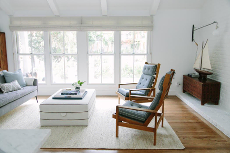 A vintage Cape Cod living room with woven wood shades | Everhem