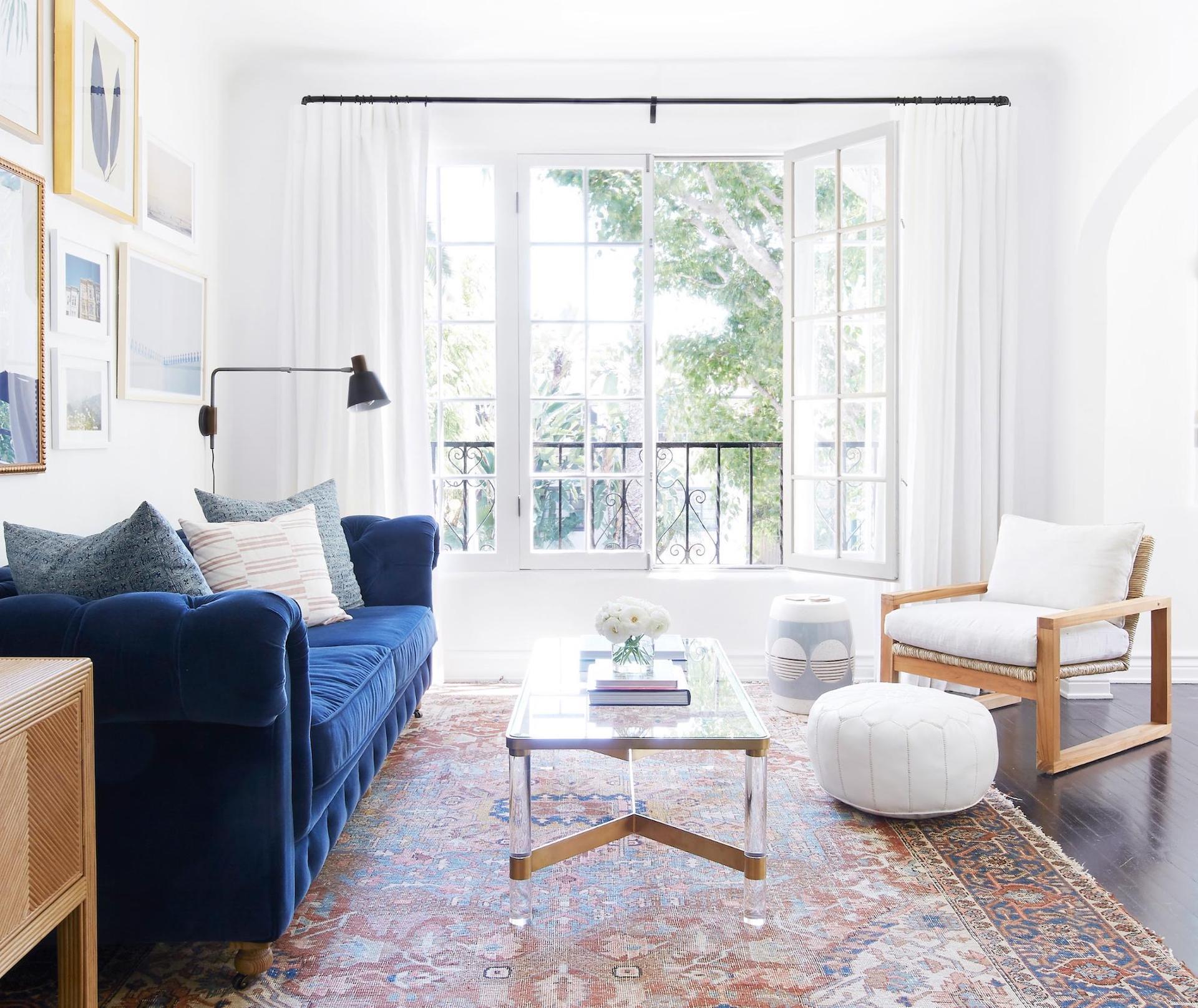 A living room with custom white drapes | Everhem