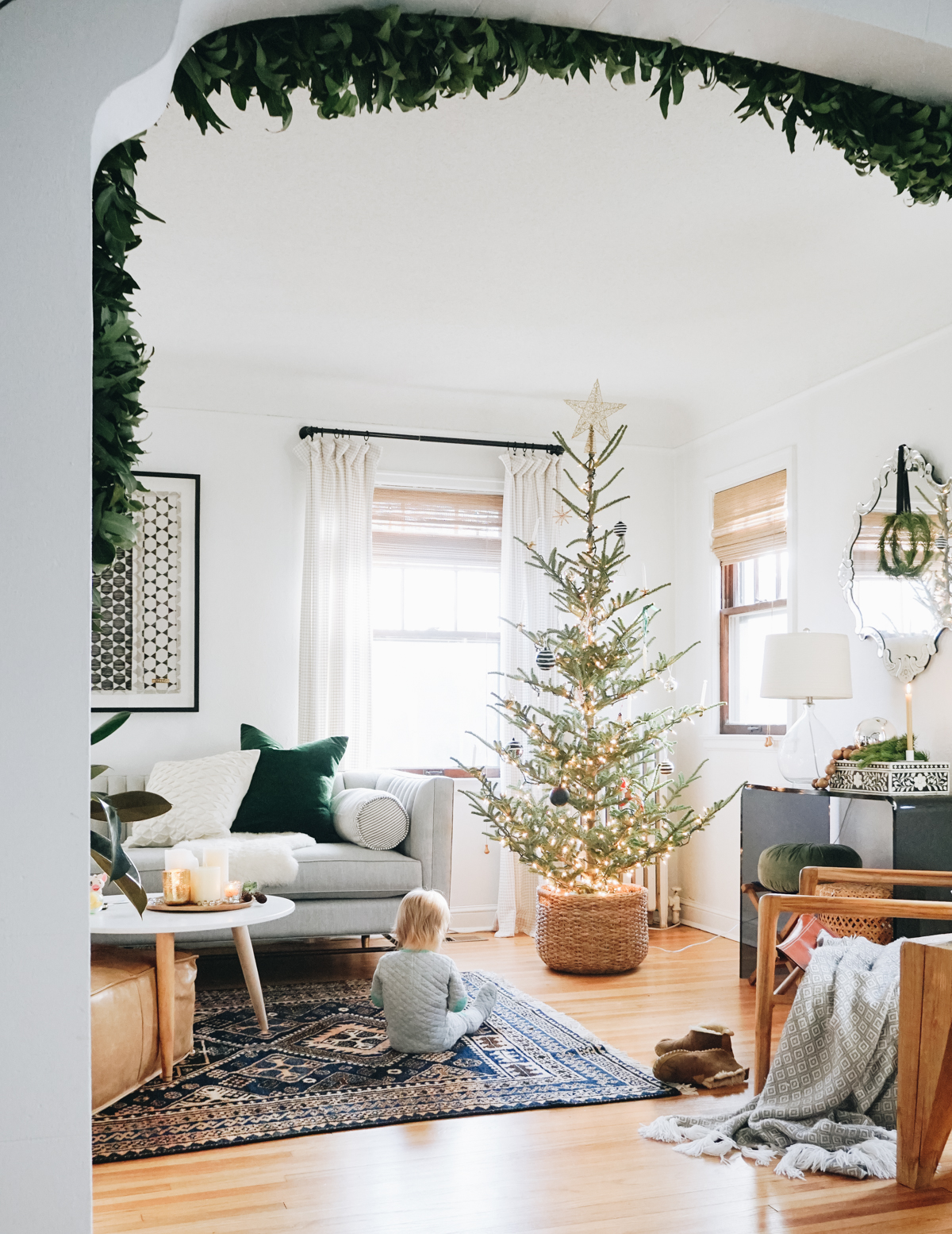 Everhem linen drapery & woven woods make this living room cozy for the holidays