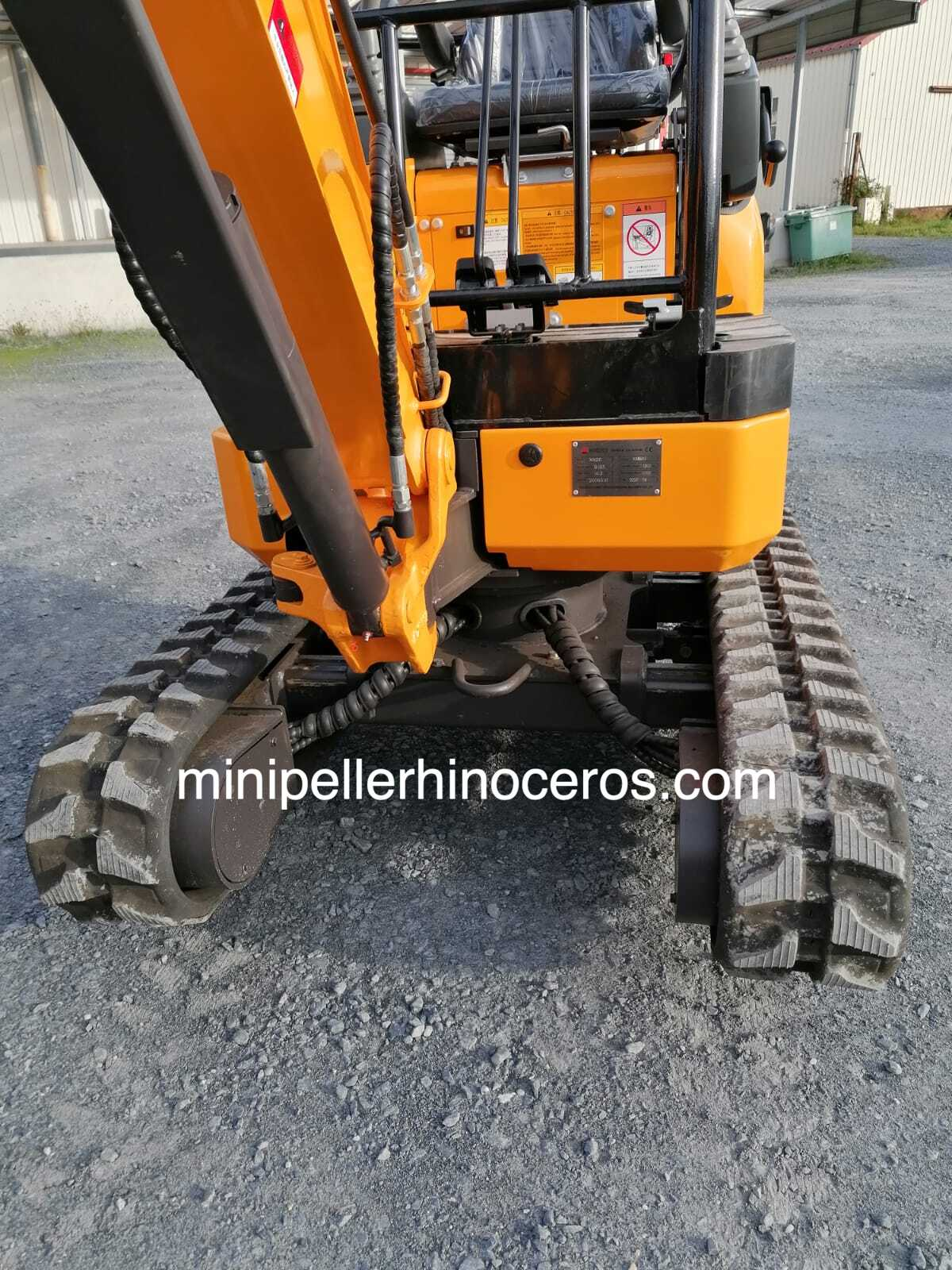 Pista variable del MINI-Excavadora RHINOCEROS XN20