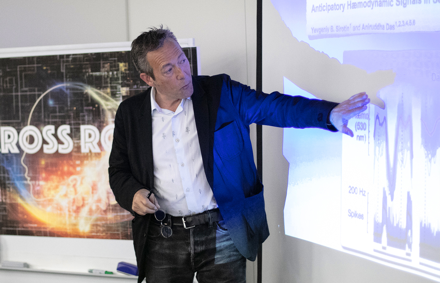 Prof. Axel Cleeremans speaks at Cross Roads