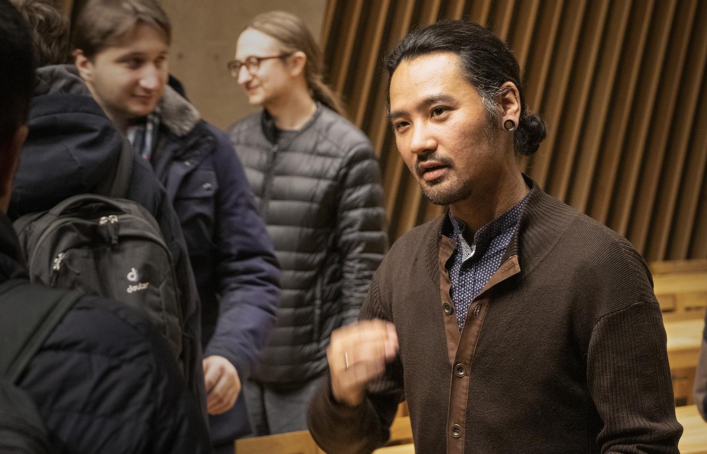 Keisuke Suzuki in discussion