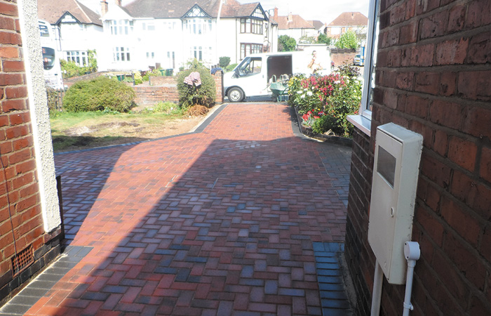 Brindle standard paving set driveway with charcoal borders, K.L kerb steps and planter retainers and an ACO channel drainage system.