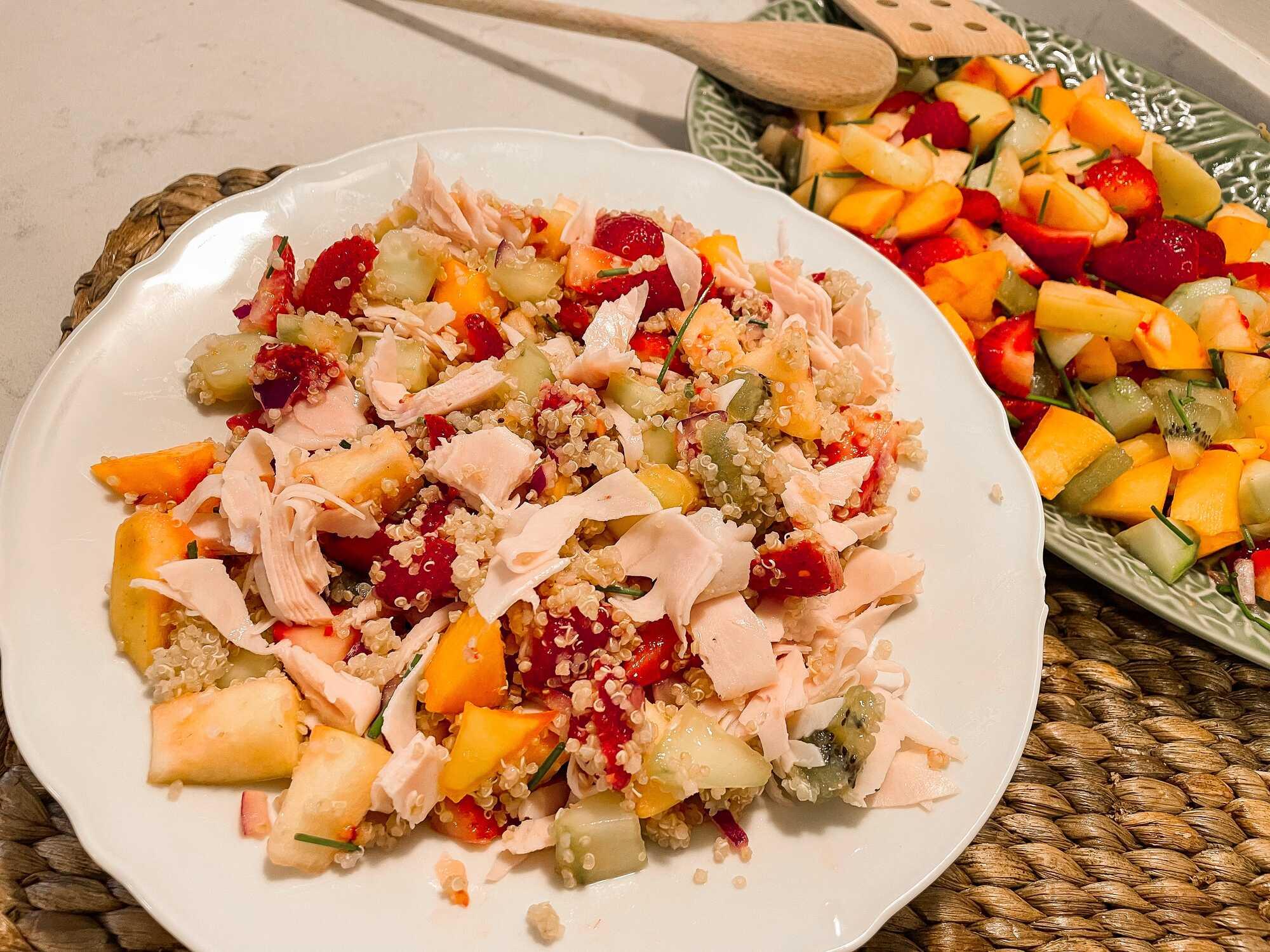 Salade de quinoa avec fruits et poulet