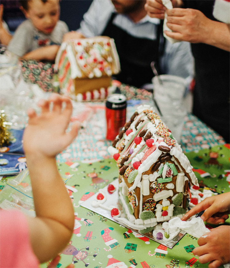 build gingerbread house
