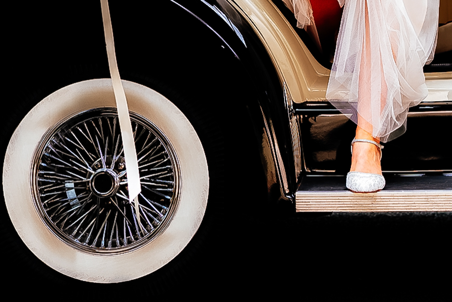 Phil Salisbury photography bride wedding car