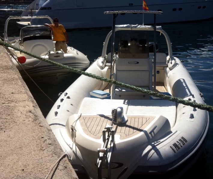 Rent a RIB powerboat KING 820 (Ref: nmk4)