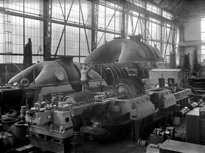 Produkowane w berlińskiej fabryce AEG maszyny o mocy 25 MW napędzały przemysł początku XX wieku