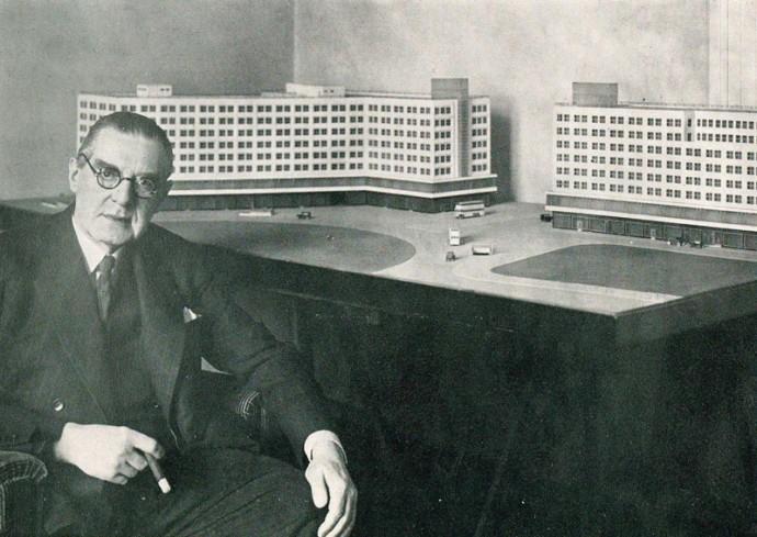 Peter Behrens w swoim berlińskim studiu około 1928/29 roku