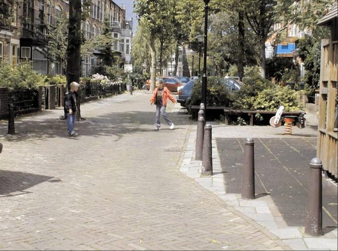 Mikroplace zabaw mogą rozszerzać się swobodnie na ulicę, za to ulica nie ma wstępu na plac
