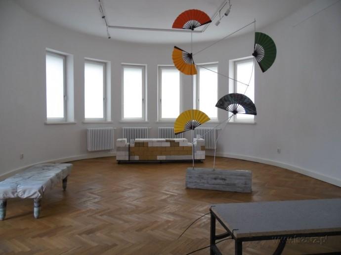 Instalacje w Galerii EGO © Janusz Ludwiczak/www.lazarz.pl