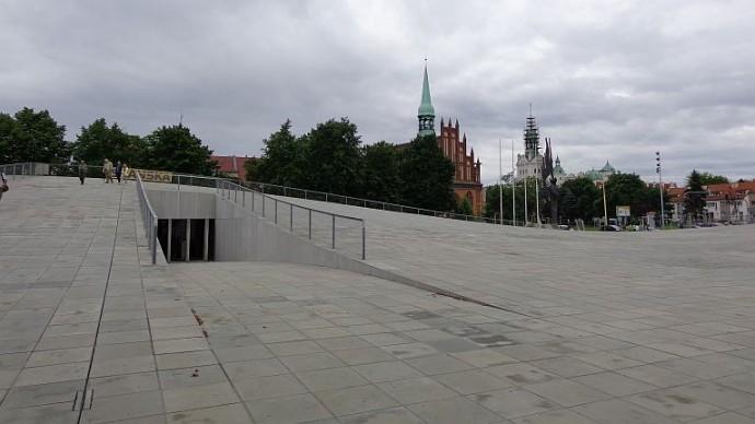 Wejście do muzeum na Placu Solidarności © Małgorzata Frymus, Radio Szczecin