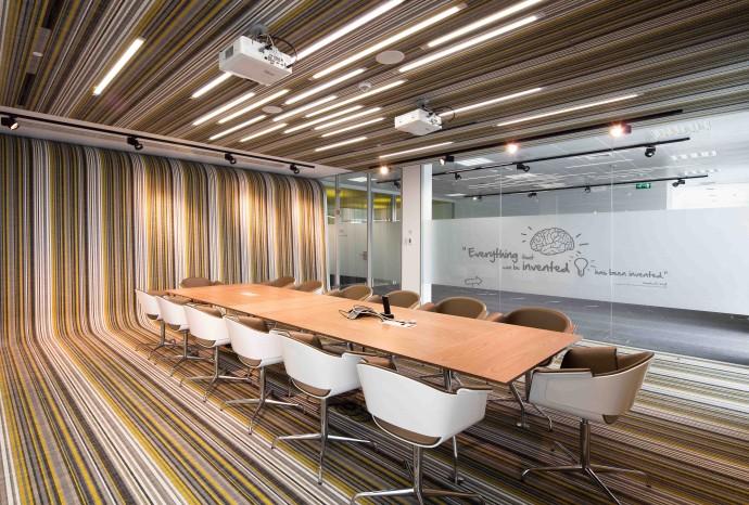 Portugalska siedziba firmy Frauhofer wyłożona szwedzką wykładziną © BOLON