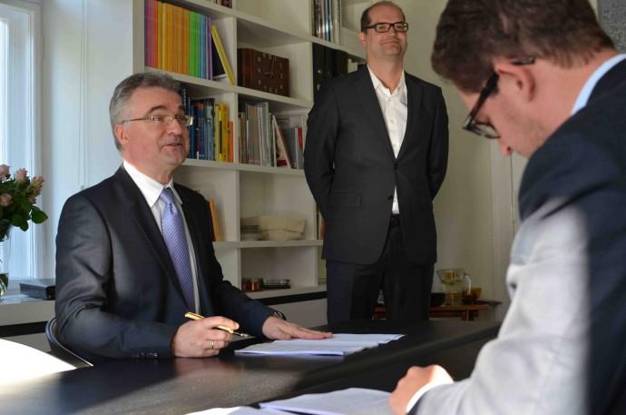 Pełen entuzjazmu Dariusz Wietrzyński, dyrektor PORR i podpisujący umowę Piotr Voelkel junior © Garvest