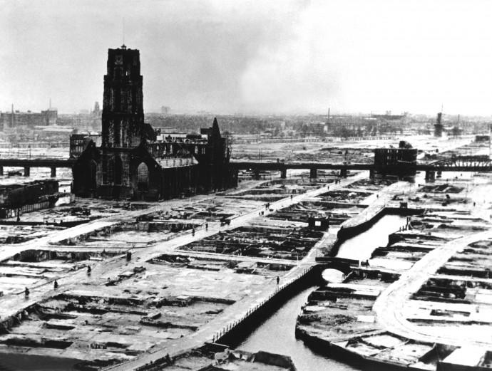 Ścisłe centrum miasta po nalocie z 1940 roku