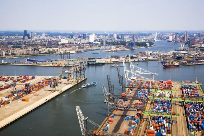 Fragment portu z widokiem na śródmieście © coid.nl