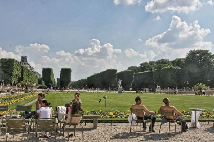 Formy aktywności, a raczej jej braku, w paryskim Ogrodzie Luksemburskim © Stanley Kulp