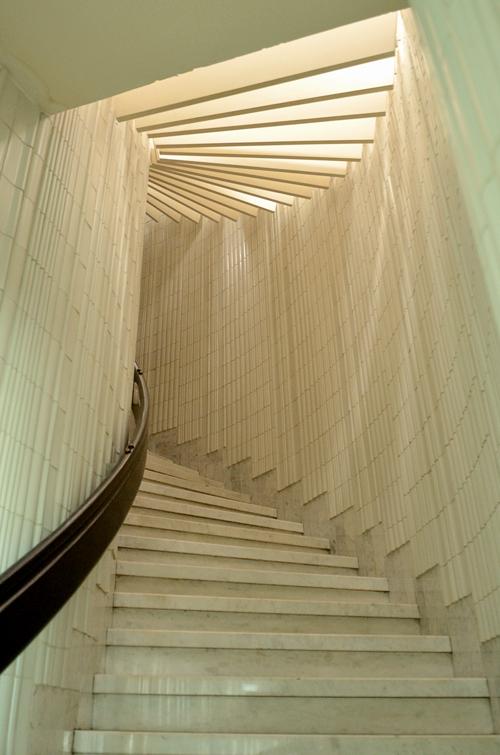 Wejście do hotelu wykafelkowane ceramiką Děvany Mírovej © Garvest