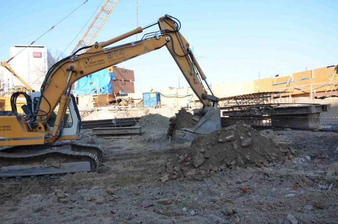 Wydobyte spod ziemi pozostałości po budynku kina Bałtyk © Garvest