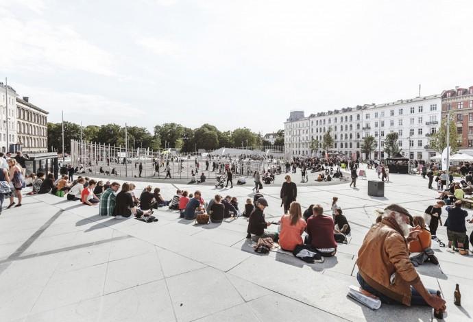 Panorama z jednego z narożników placu © COBE