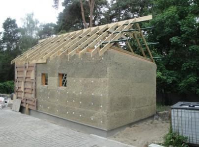 Pierwszy dom konopny zbudowany przez Instytutu Włókien Naturalnych i Roślin Zielarskich w Poznaniu © IWNiRZ