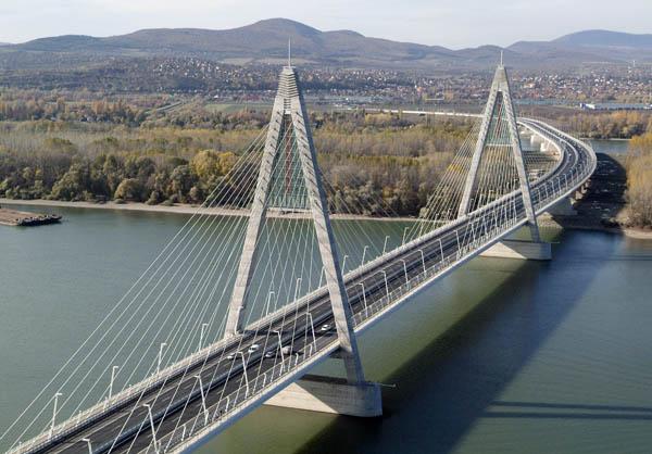 Jedna z pięciu, wantowa część Mostu Megyeri © Civertan Grafikai Stúdió