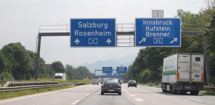 Koncertowo czytelny DIN, na lewej tablicy oryginalny, na prawej – po modernizacji w 1980 roku © Jochen Jansen / Wikimedia Commons