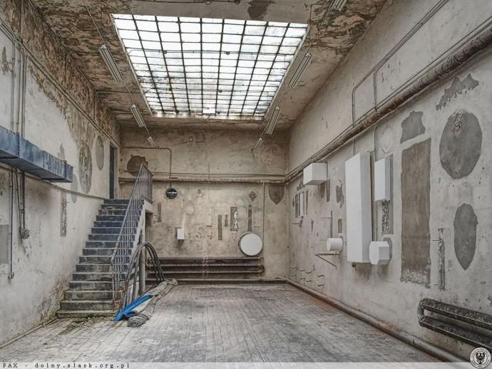 Opuszczone przez WFF ruiny pawilonu © Wratislaviae Amici