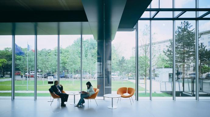 Hol w dobudowanym atrium © Pargade Architectes