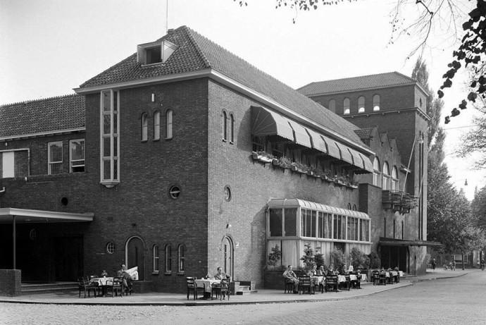Budynek teatru w latach 60. XX wieku @ theateraandeparade.nl