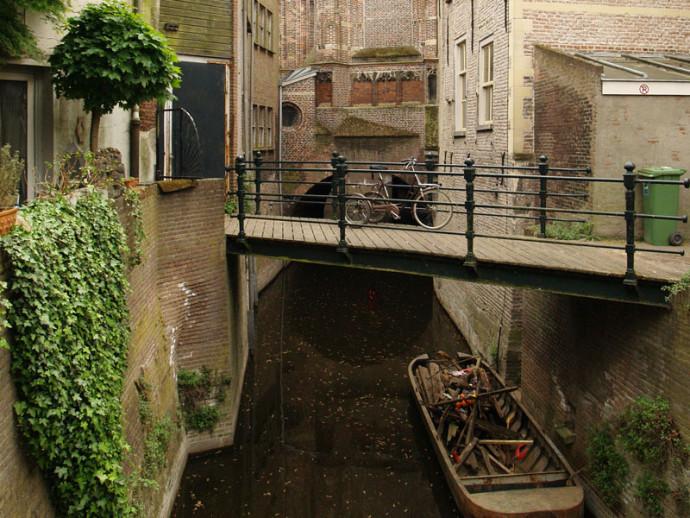 Binnendieze przypominają bardziej weneckie niż amsterdamskie kanały © nlstreets.nl