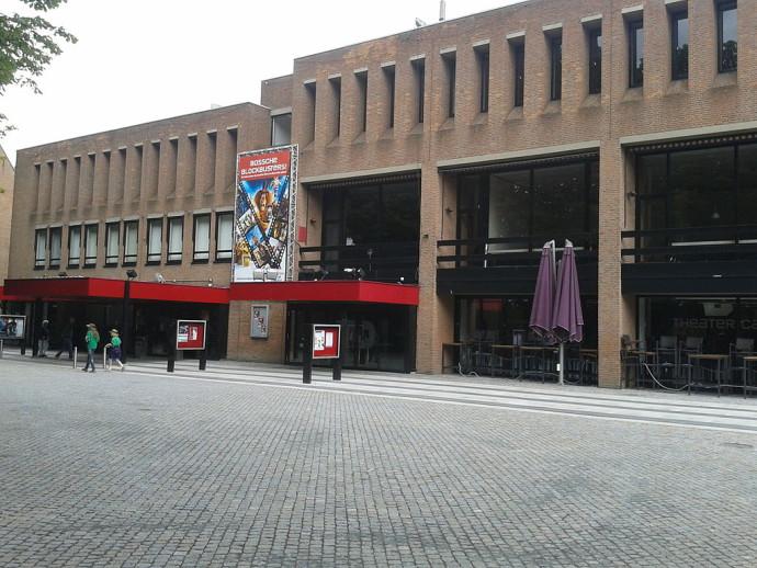 Istniejący budynek teatru zostanie wkrótce rozebrany, by zrobić miejsce nowemu ukończonemu w 2020 roku © LeeGer