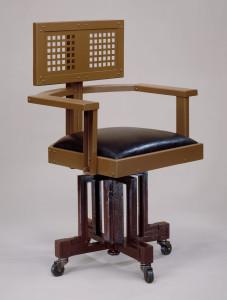 Krzesło kierownicze zaprojektowane przez Wrighta dla pracowników Larkin © Metropolitan Museum of Art