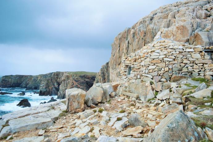 Kamienny szałas na szkockiej wyspie Lewis © Tony Dickson