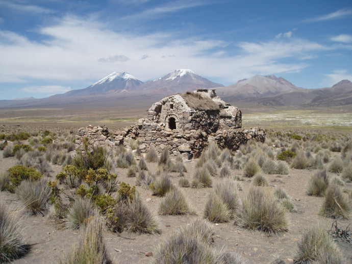 Dom na terenie boliwijskiego parku narodowego utworzonego wokół wulkanu Sajama © Marsha Eibert