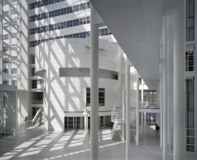 Tak pusto tylko w niedzielny poranek © Richard Meier & Partners Architects LLP