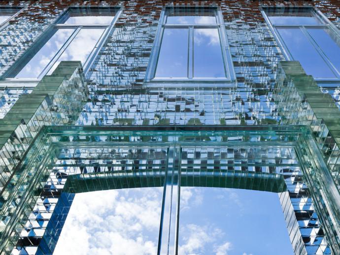 Szklane futryny w szklanym murze © Daria Scagliola & Stijn Brakkee