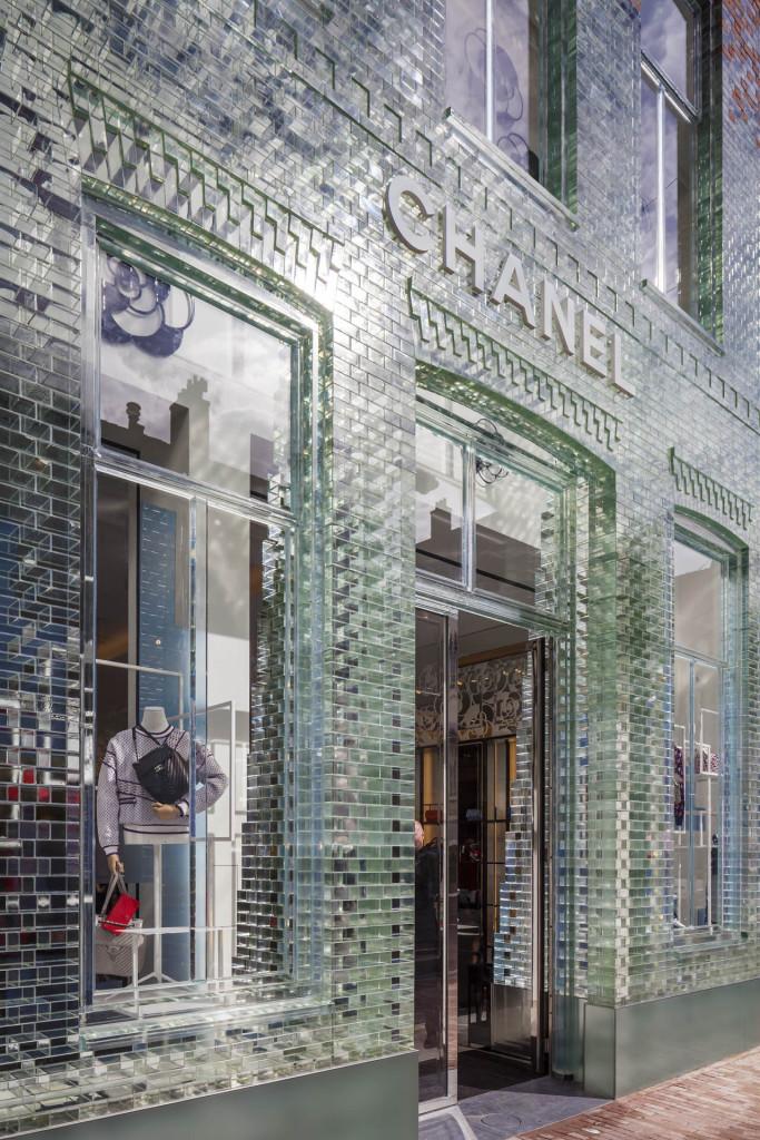 Luksusowe okno wystawowe luksusowego sklepu © Daria Scagliola & Stijn Brakkee