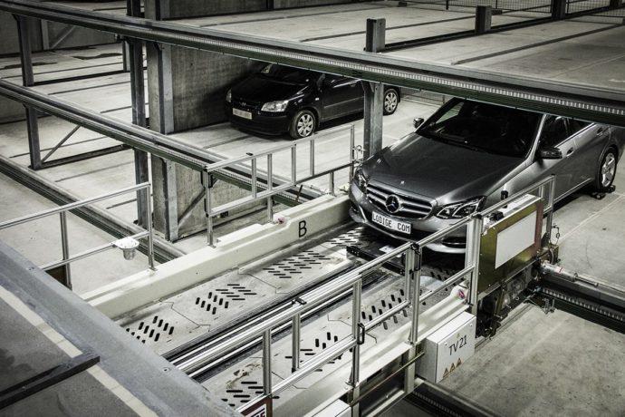 Zautomatyzowany ruch pojazdów pomiędzy piętrami podobno największego parkingu w Europie © Schmidt Hammer Lassen Architects