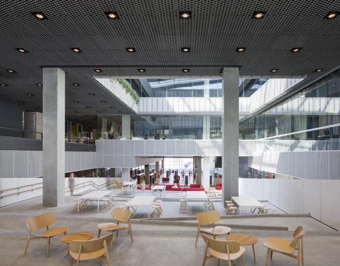 Tematyczne rampy wokół atrium © Schmidt Hammer Lassen Architects