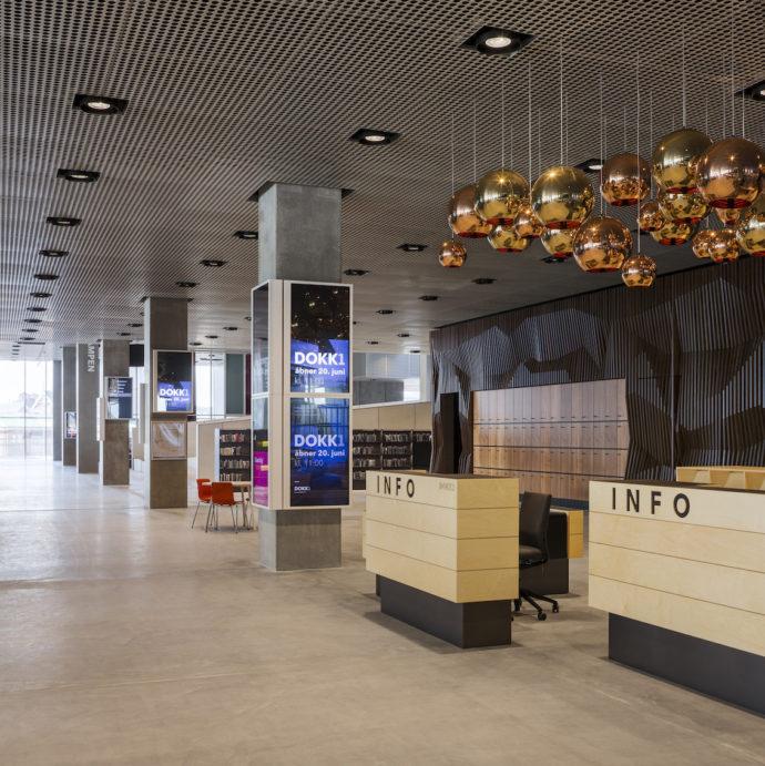 Recepcja w holu wejściowym © urbanmediaspace.dk