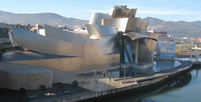 Muzeum Guggenheima w Bilbao, czyli architektoniczne reminiscencje epoki kubizmu ©MykReeve / Wikimedia Commons