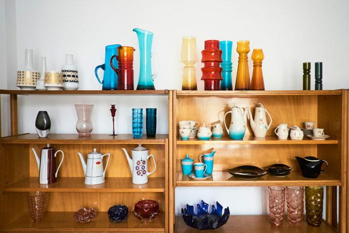 Fragment kolekcji wazonów, dzbanków, serwisy Iza i Ewa © Max Zieliński, Eliza Dunajska dla Patyna.pl
