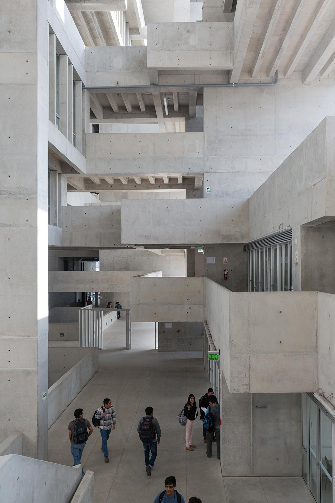 Jedno z otwartych atriów budynku © Iwan Baan