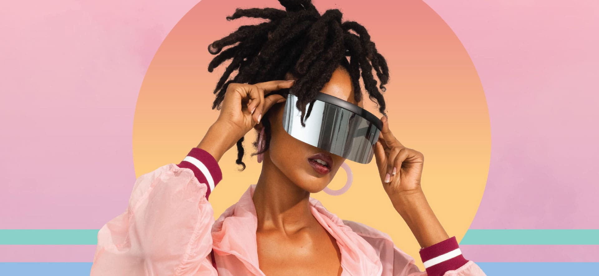Woman with futuristic glasses posing in front of a colorful background.