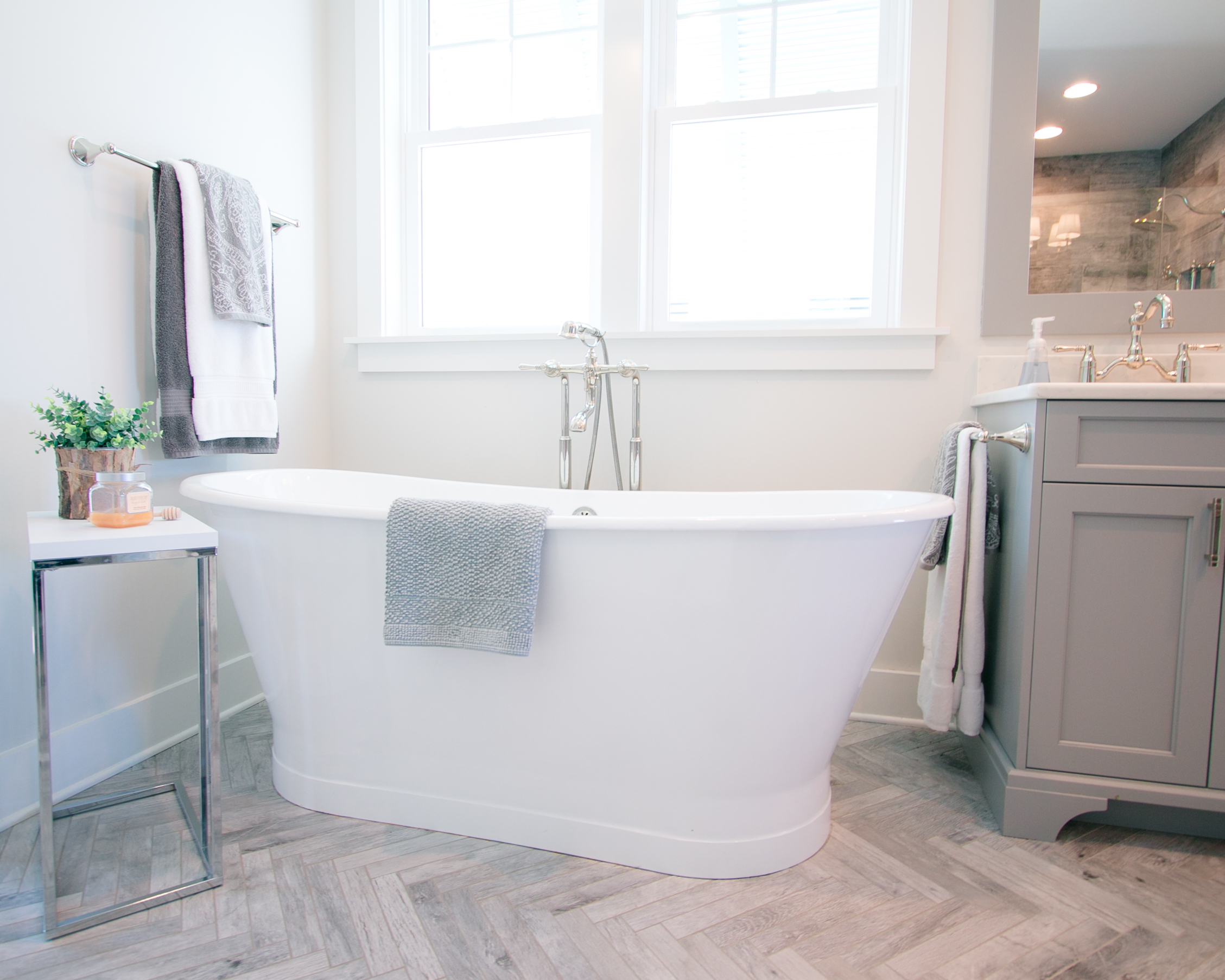 spacious master bath with soaking tub