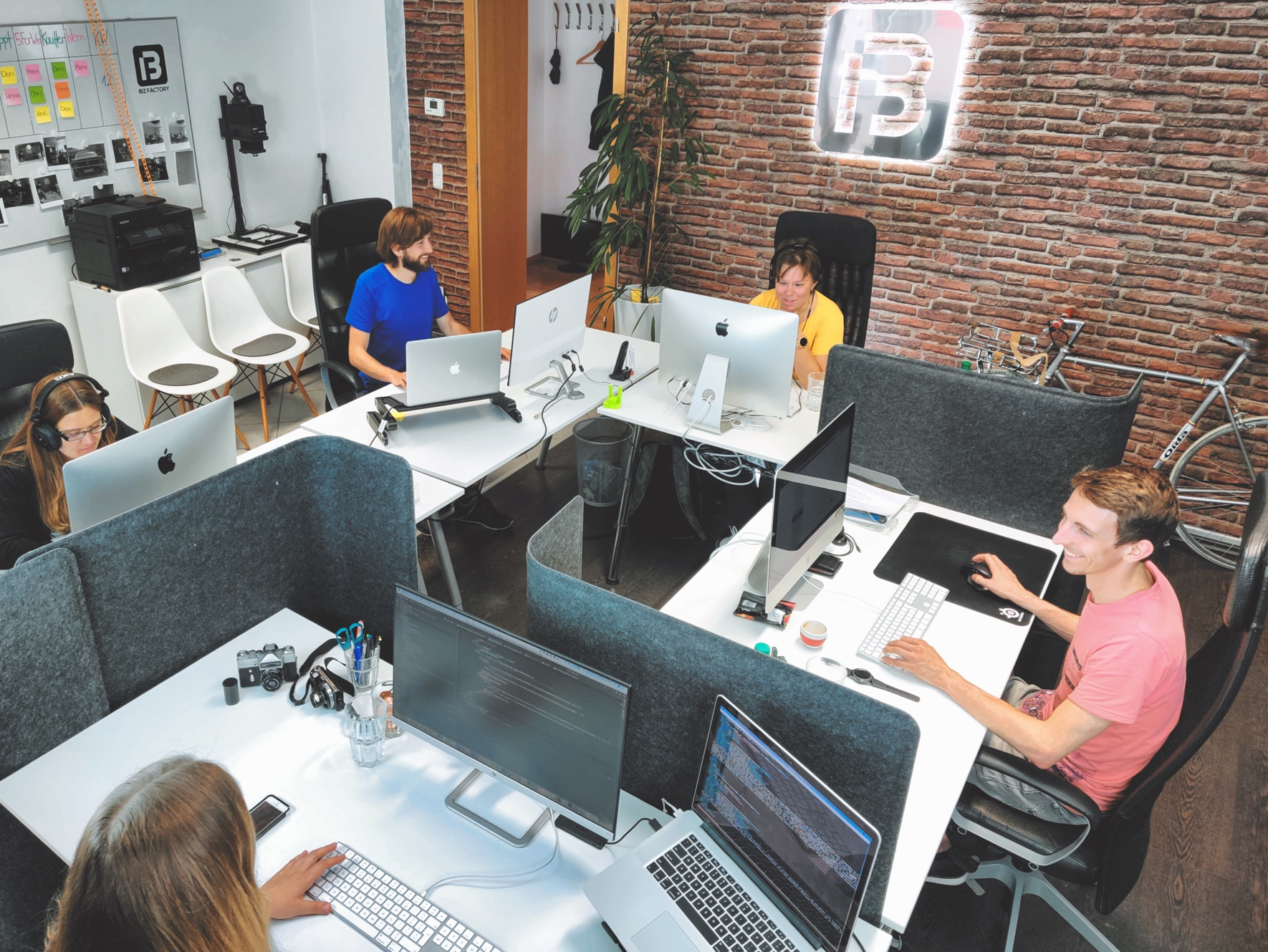Leute beim Arbeiten in der Digitalagentur München