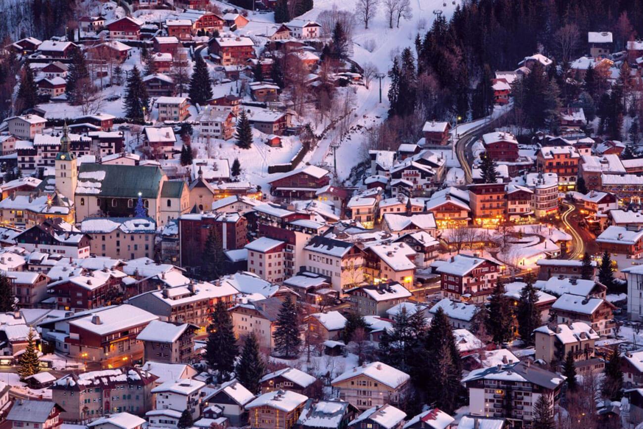Vue aérienne du village de Megève en hiver