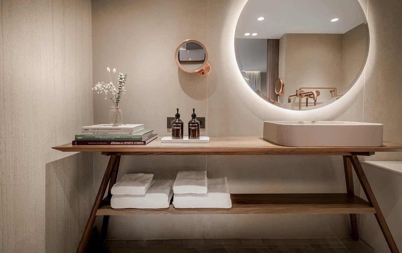 Junior Suite - Bathroom furniture with round backlit mirror, bathrobes and cosmetics Grown Alchemist