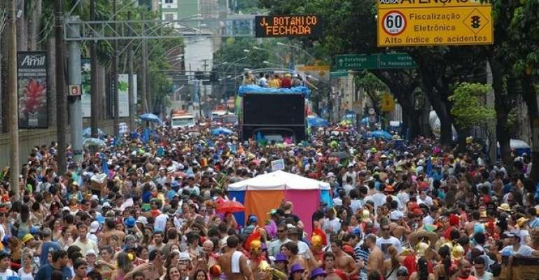 Carnaval: 50% dos funcionários faltam na quarta-feira de cinzas, diz pesquisa